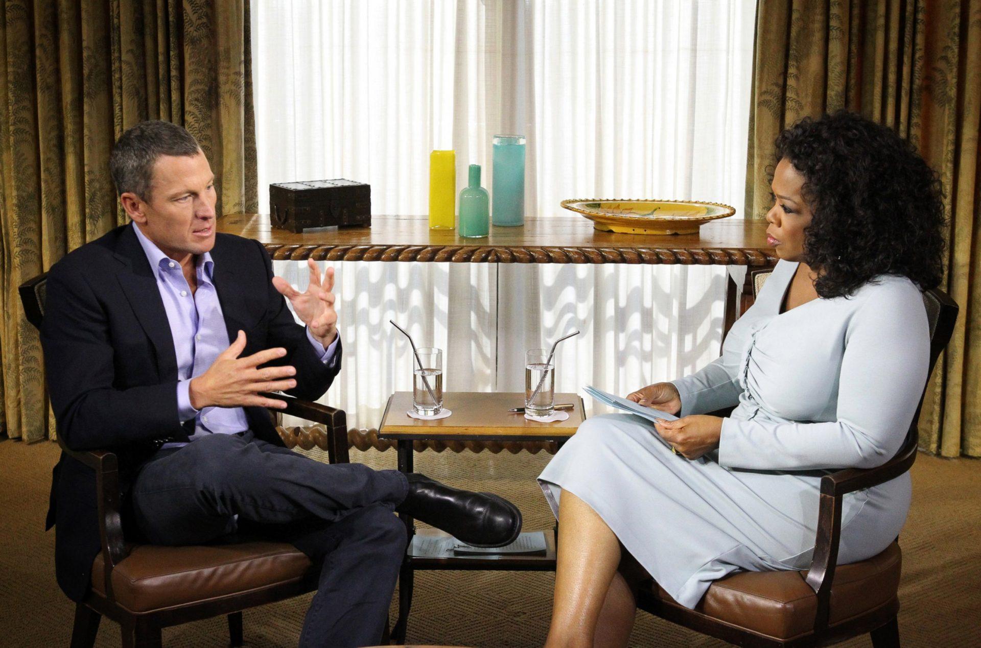 Lance Armstrong se přiznal, že během aktivní kariéry dopoval. V cyklistické terminologii by se řeklo, že byl nasypaný.