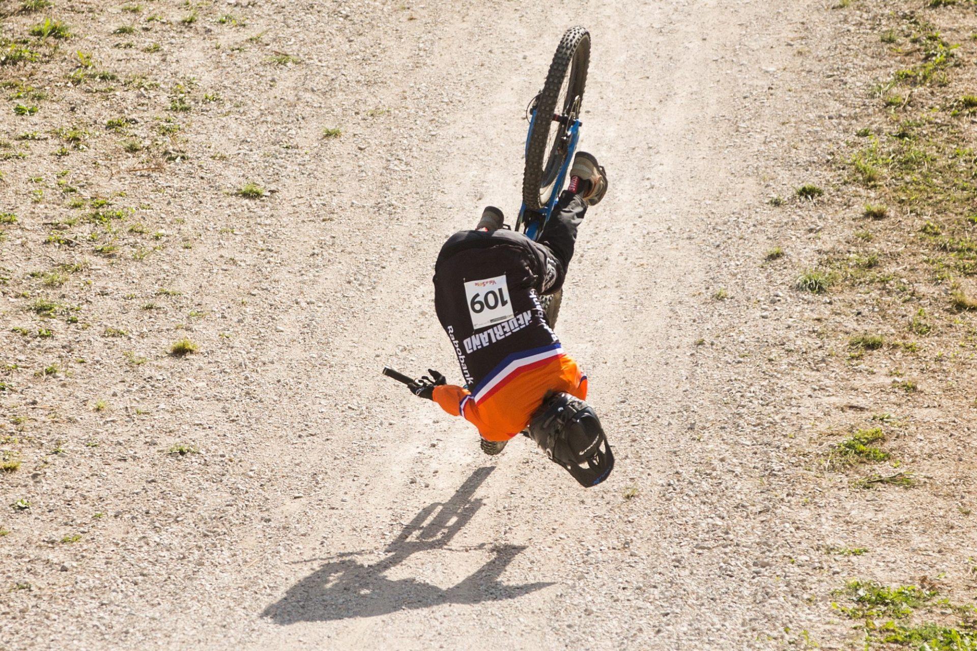 Při cyklistice, ať už silniční nebo horské, dochází k drsným pádům. Senzor Angi Crash je pak vítaným pomocníkem. Foto: Michal Červený