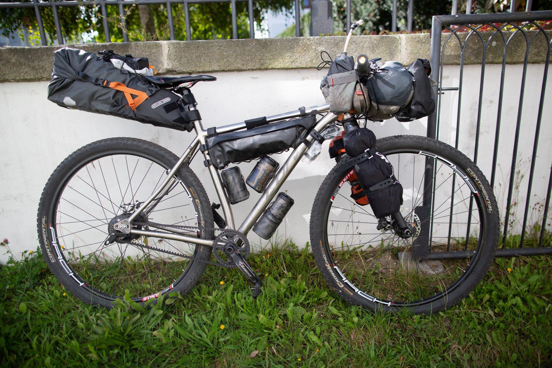 Bikepacking cyklisty dovede na nevšední místa. Foto: Pavel Štastný