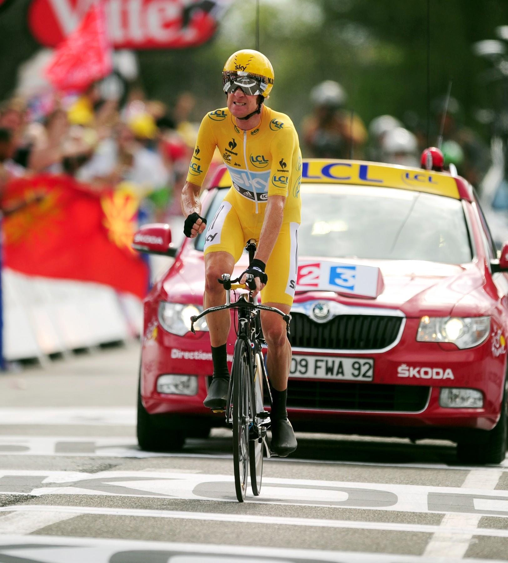 Bradley Wiggins ve žlutém trikotu lídra Tour de France. Foto: profimedia