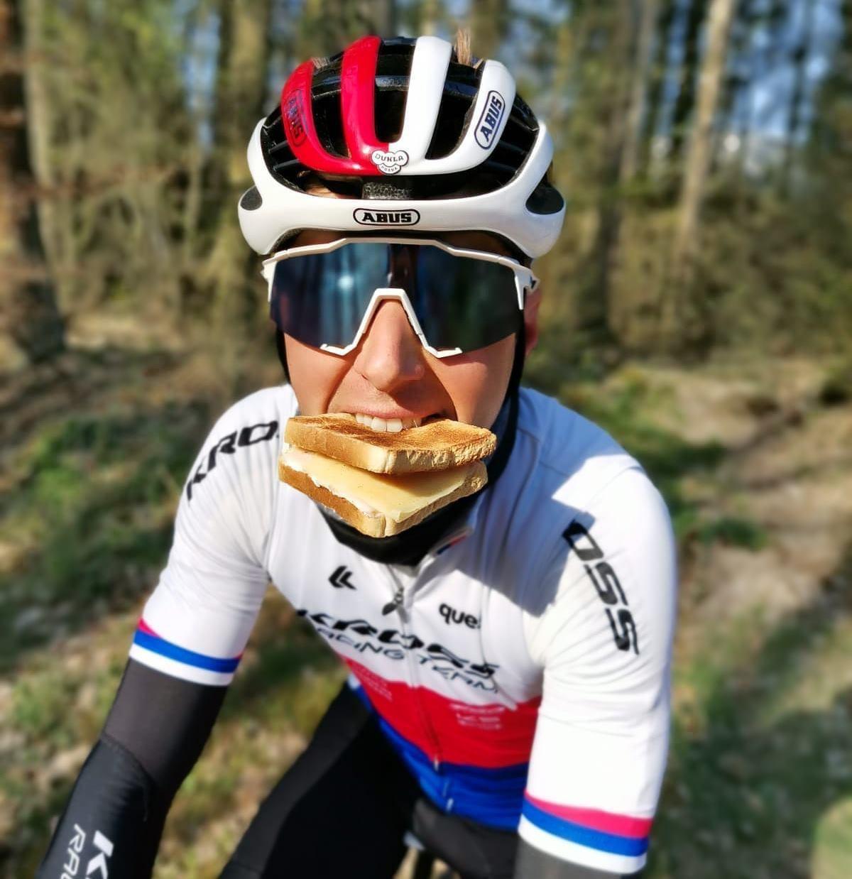 Ondřej Cink, český reprezentační biker, pravidelně vyráží na trénink se sendviči v kapse. Foto: archiv Ondřeje Cinka