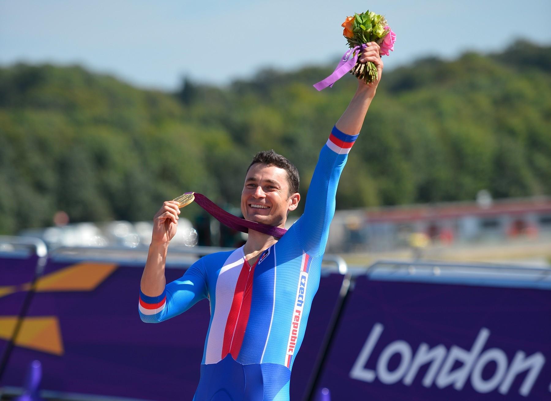 Cyklista Jiří Ježek se zlatou medailí na paralympijských hrách v Londýně 2012. Foto: profimedia