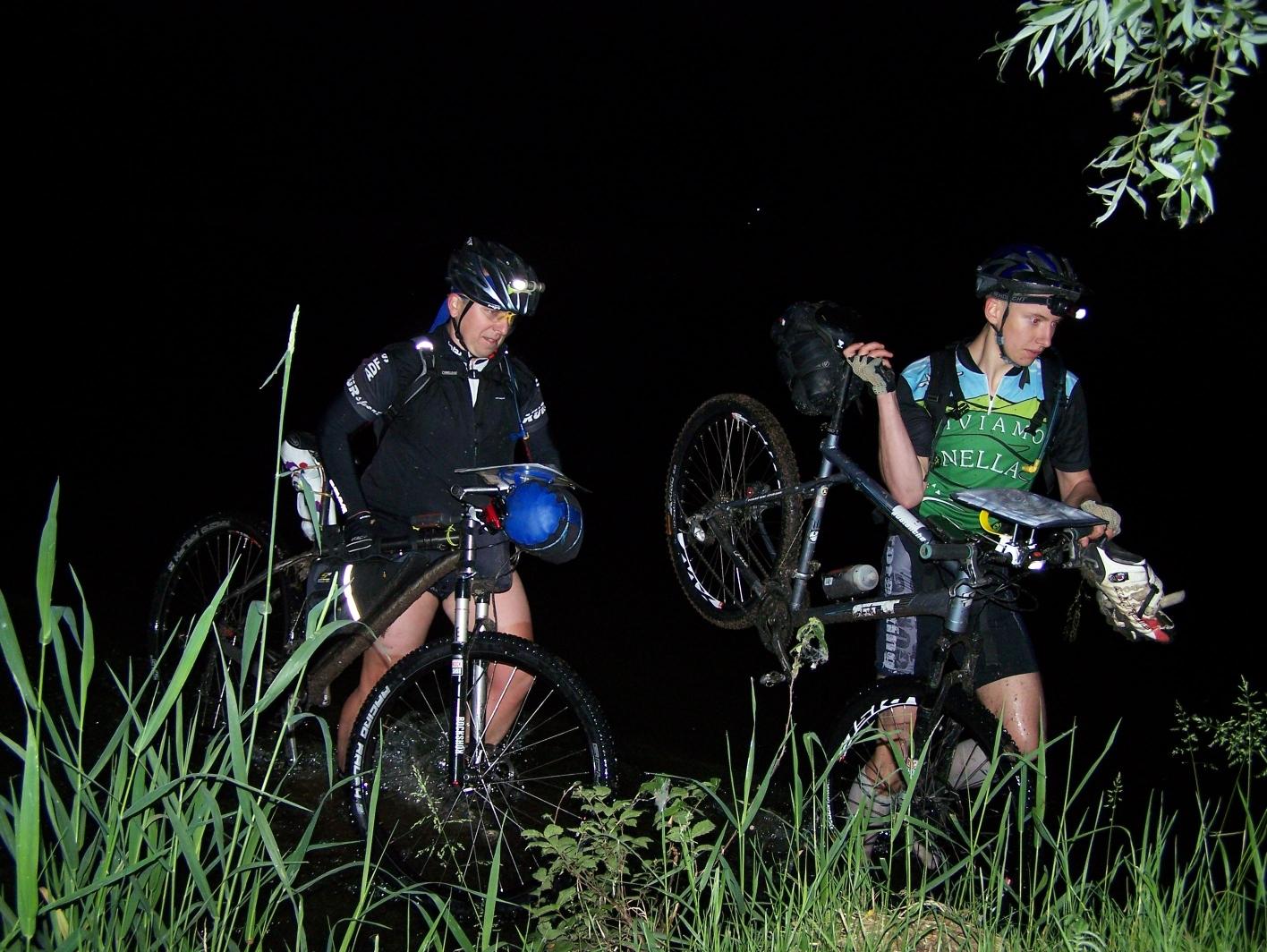 Loudání českou krajinou vyžaduje rovněž závodní nasazení i po setmění. Foto: Pavel Popelka