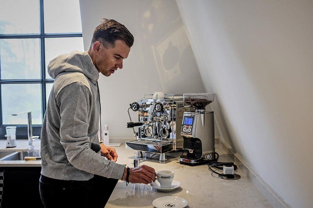 Zdeněk Štybar, český závodník týmu Deceuninck Quick Step, patří mezi velké milovníky kávy. Foto: instagram Zdeňka Štybara