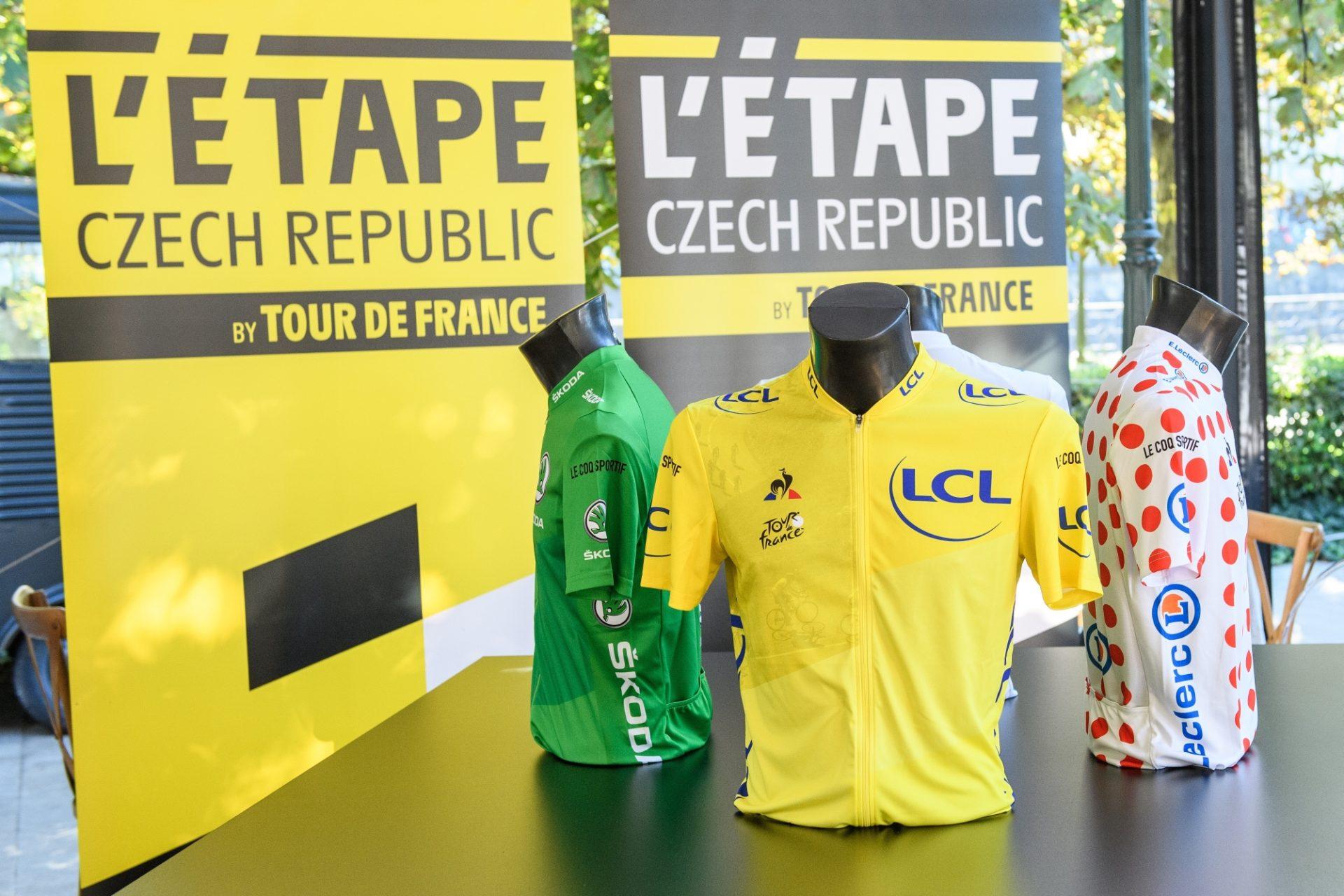 L'Etape Czech Republic by Tour de France a dresy připravené pro vítěze jednotlivých soutěží.