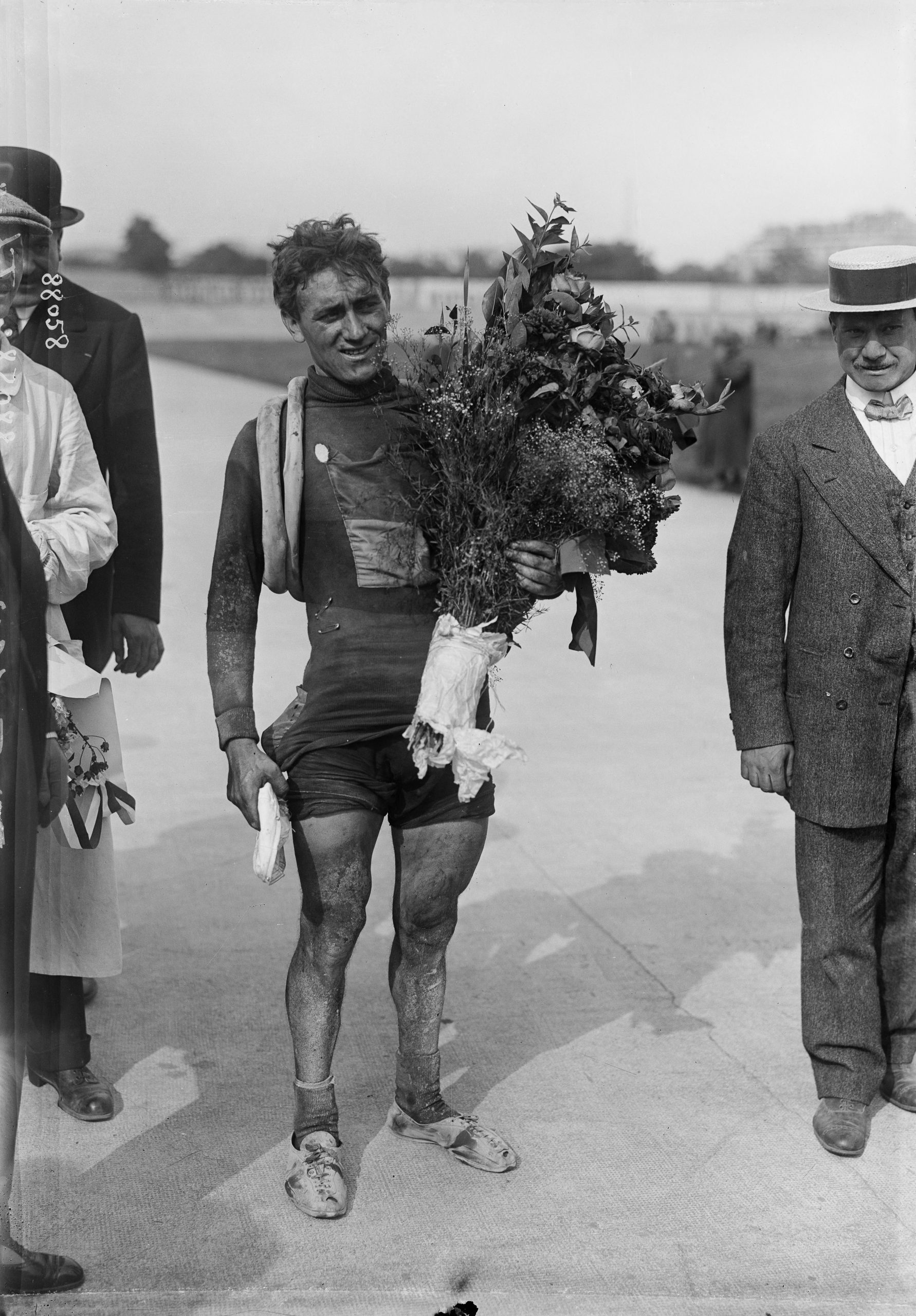 Philiippe Thys po prvním vítězství na Tour de France v roce 1913. Foto: profimedia