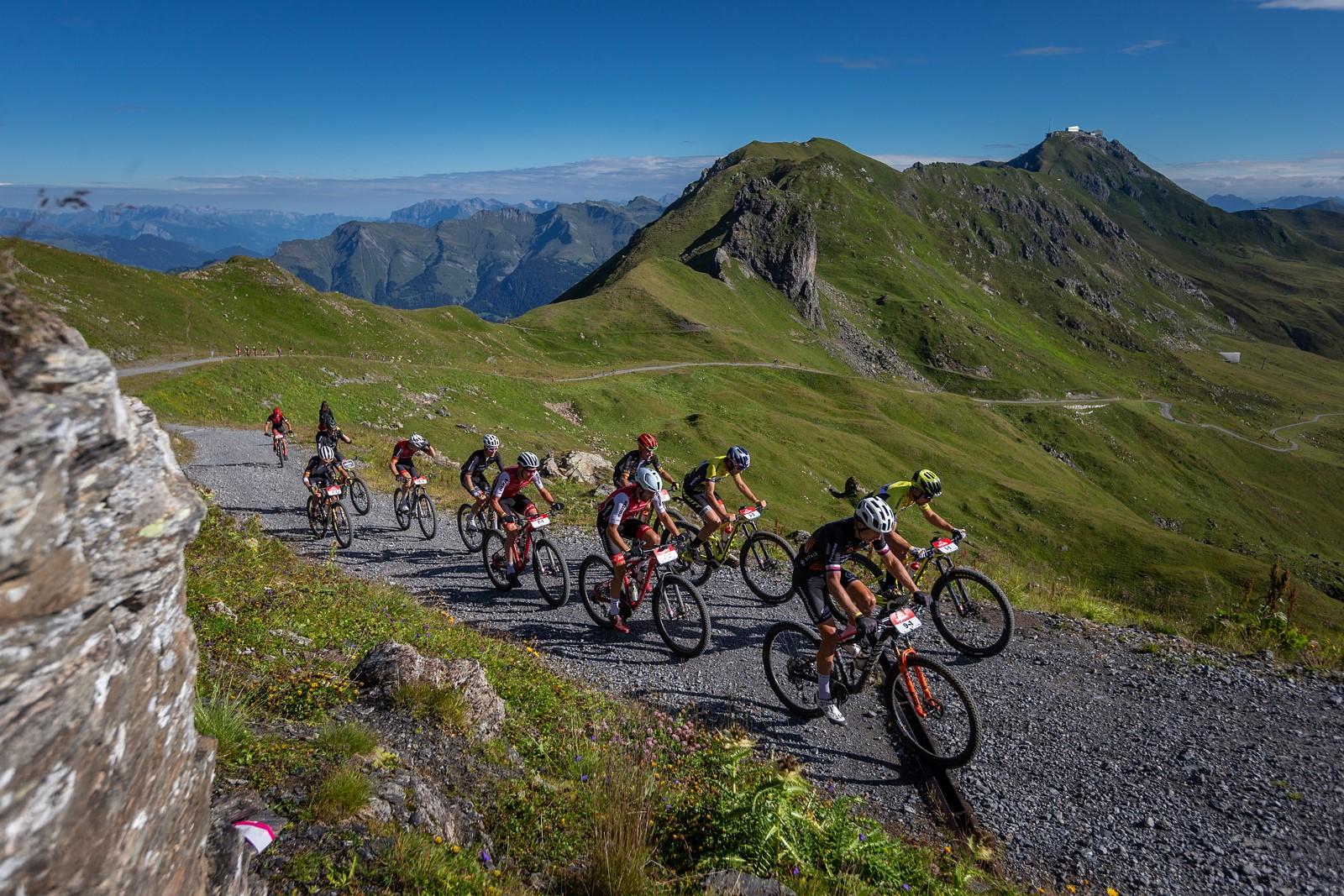 Stoupání k cyklistice patří. Zkuste změnit přístup a nebuďte naštvaní, pokud v naplánované trase čeká těžký kopec. Foto: Michal Červený
