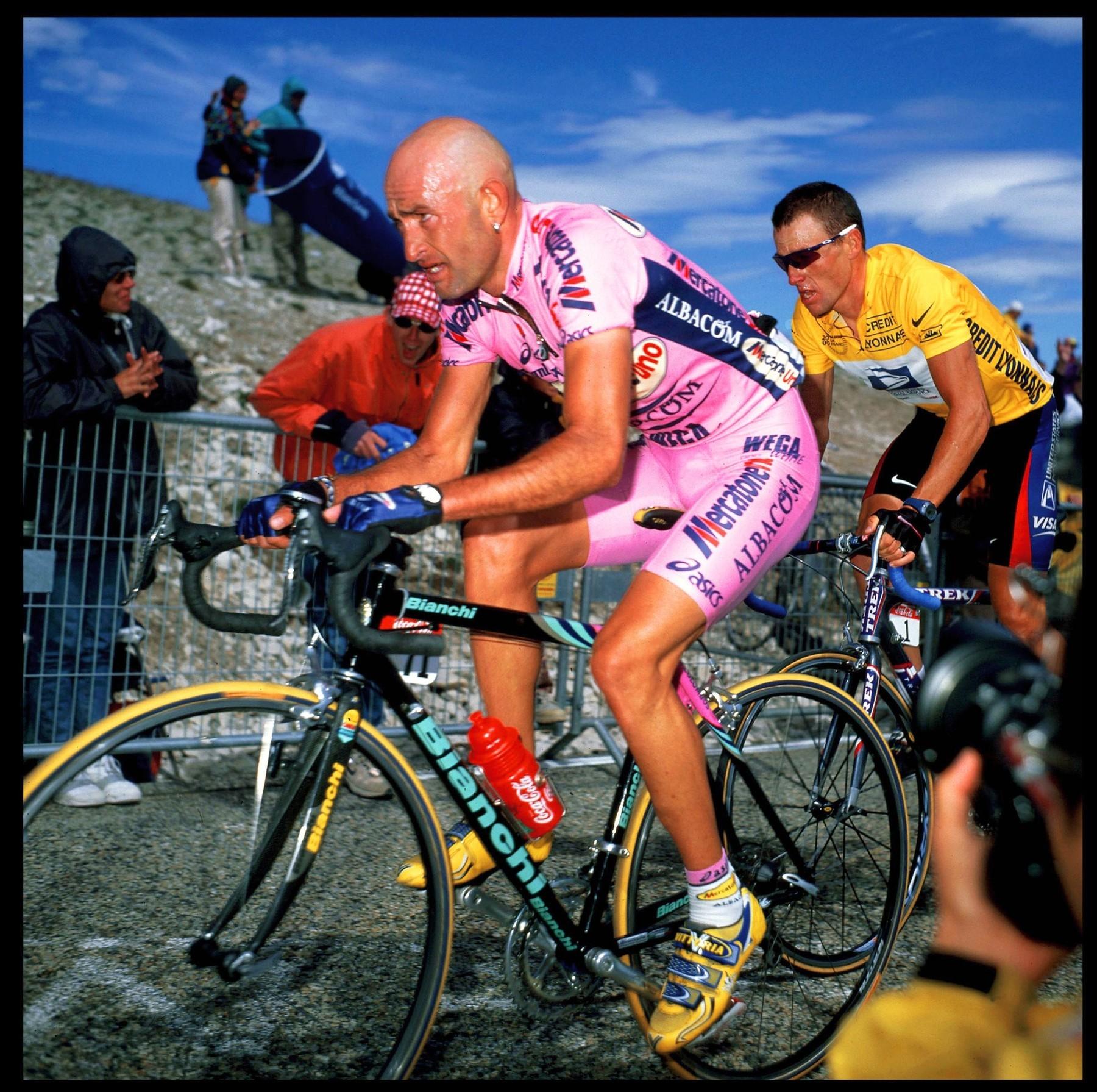 Ital Pantani a Američan Armstrong při legendární etapě na Mont Ventoux. Foto: profimedia