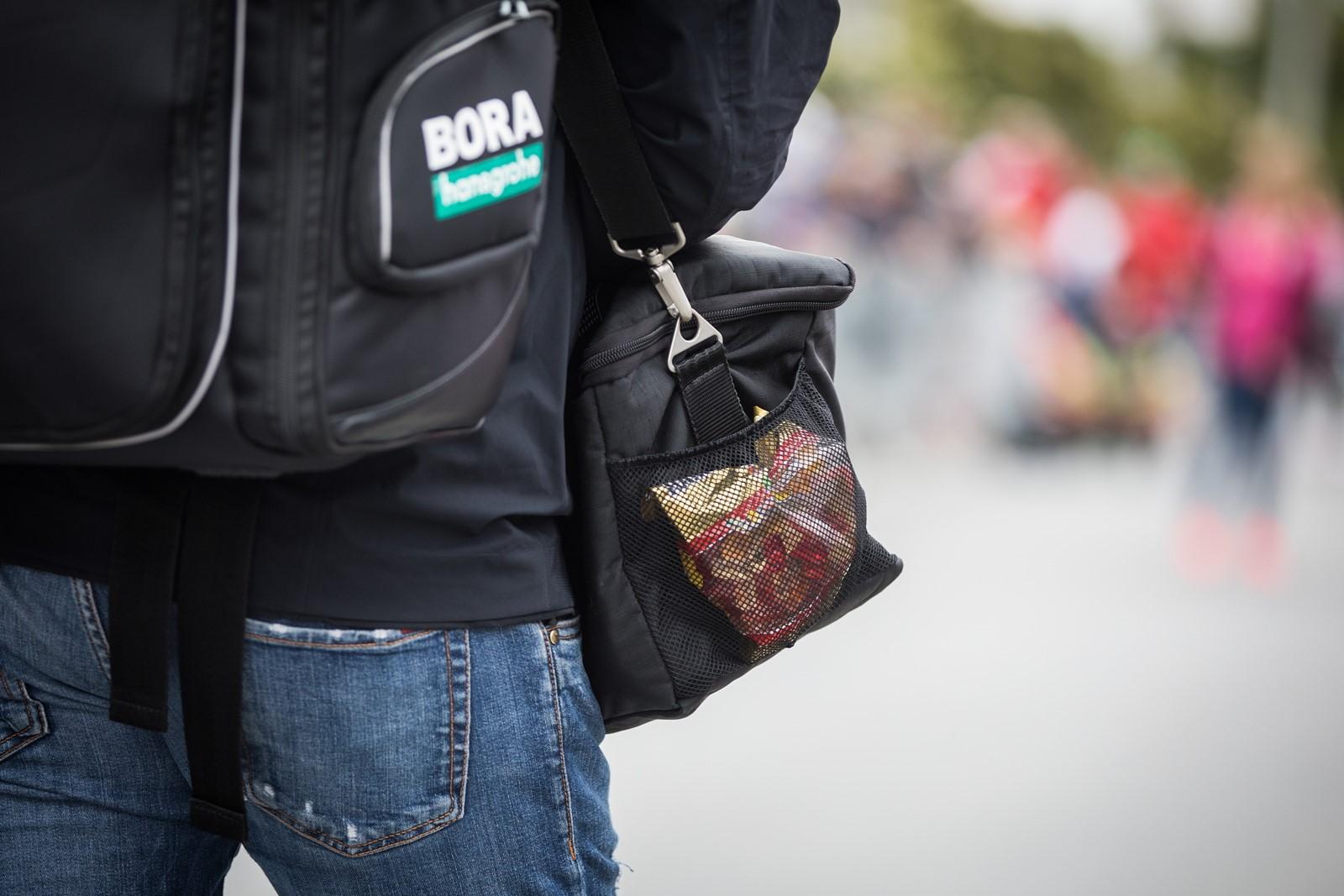 Bonbony patří mezi cyklisty k oblíbeným způsobům doplnění energie. Foto: Michal Červený