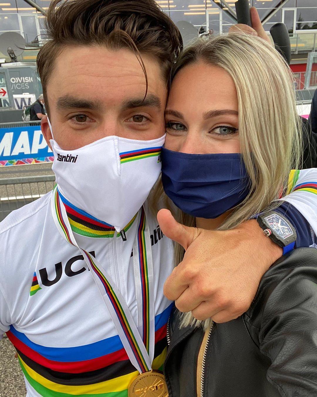 Julian Alaphilippe s přítelkyní a televizní komentátorkou Marion Foto: instagram