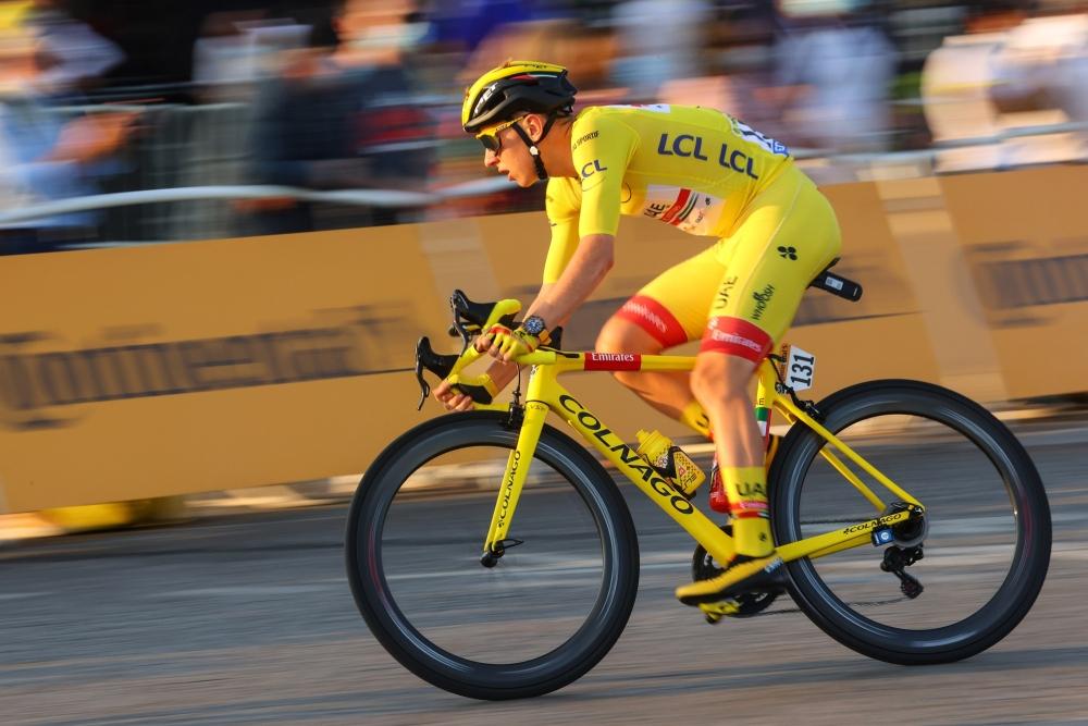 Tadej Pogačar při závěrečné etapě Tour de France 2020 na symbolicky žlutém Colnagu. Foto: bettiniphoto/colnago