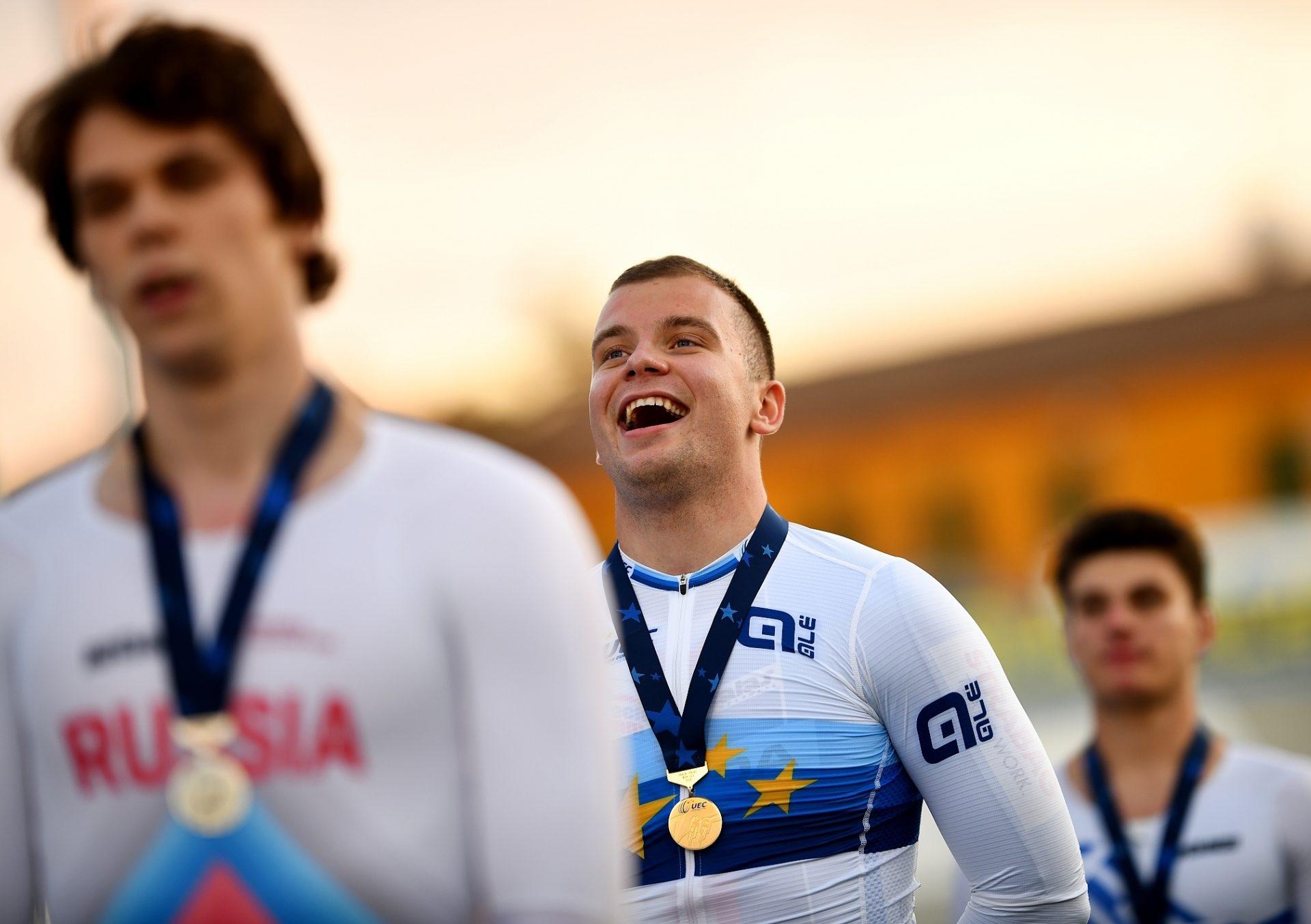 Martin Čechman se zlatou medailí pro mistra Evropy do 23 let, kterou vybojoval na otevřené dráze v Itálii. Foto: Martin Straka