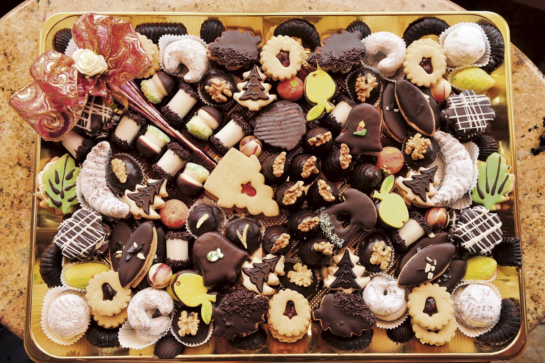 Vánoční cukroví umístěné u televize či na stole permanentně na očích představuje velkou kalorickou hrozbu. Foto: profimedia