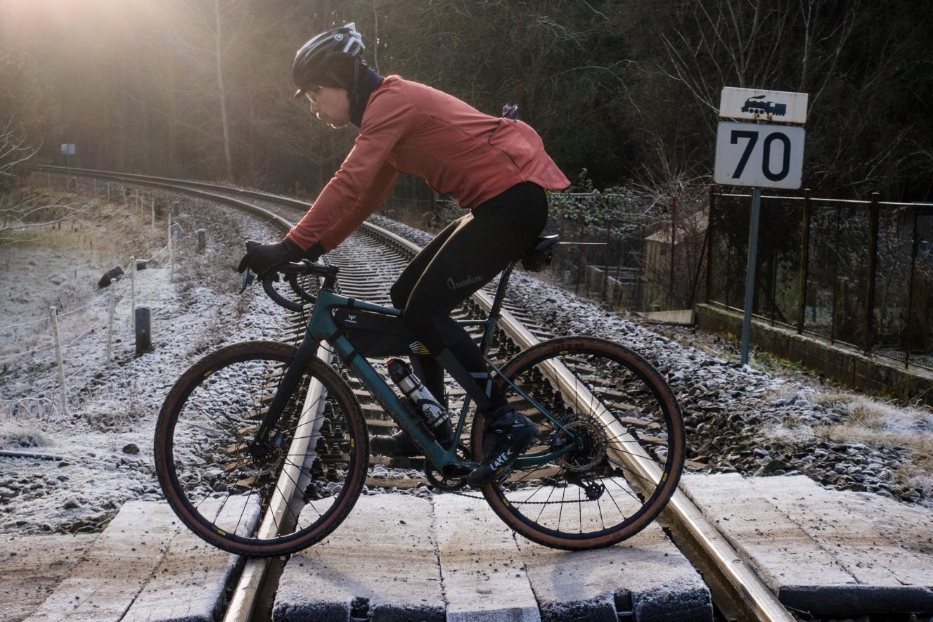 Pitný režim je v sedle kola třeba dodržovat i v zimních měsících. Ideální jsou cyklistické termoláhve. Foto: Michal Sváček3x)