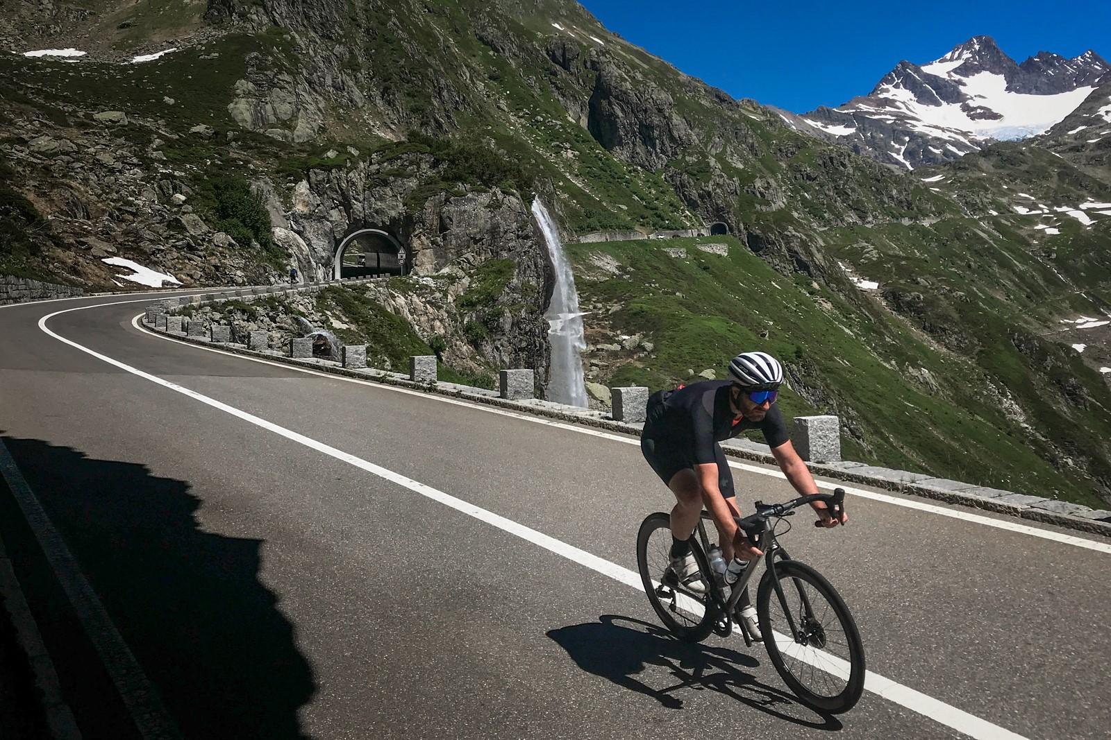 Průměrná rychlost třicet kilometrů je metou i na trase vedoucí v kopcích. Foto: Michal Červený