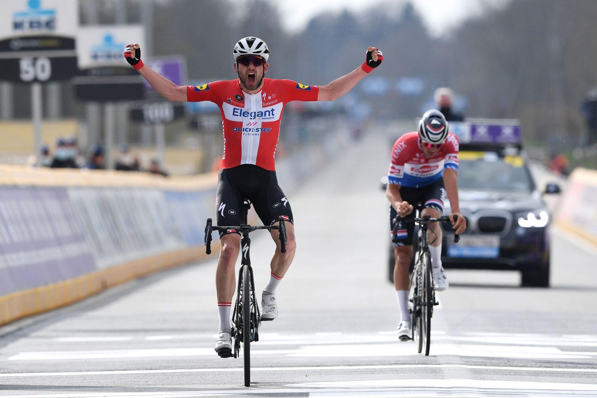 Kasper Asgreen slaví triumf na klasice Kolem Flander. Foto: Tim-De-Waele-Getty-Images (2x