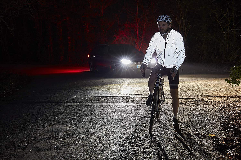 Viditelnost cyklistů v případě jízd v pozdních denních či nočních hodinách je základem bezpečnosti.