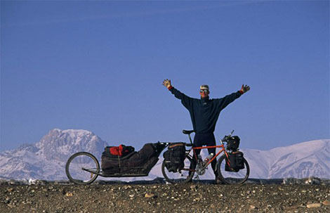 On October 16, 1995, Göran Kropp set out from Stockholm with 108 kg of gear and food and then cycled 13,000 km to Everest Base Camp. He arrived in April 1996, and eventually on May 23, he successfully climbed Mount Everest without bottled oxygen and carrying his tent and all supplies up the mountain himself.