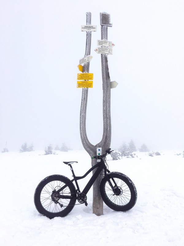 When the snow fell in the mountains, we decided to take out the Big Foot and have a little bit of fun there. We tried to ride straight up the ski slope in Špindlerův mlýn, but that was too much even for the Big Foot. It didn't matter it was in the lowest gear and we gave it full power, the wheels were still sinking into the deep snow.