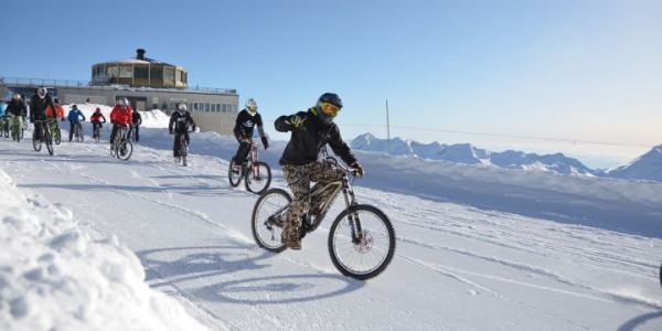 The track is, of course, covered in snow and ice, making the race a hefty challenge even for the most skilled MTB riders.