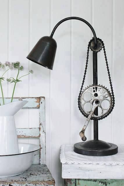 This lamp uses the pedal to adjust the height of the lamp head!