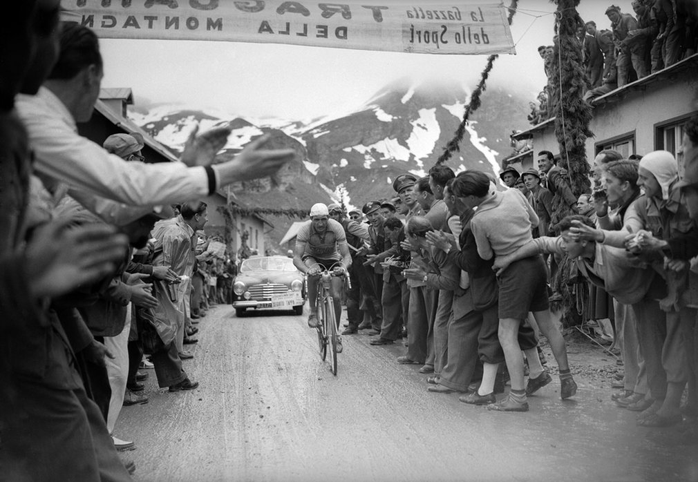 Gino Bartali tackles a mountain stage 1940.