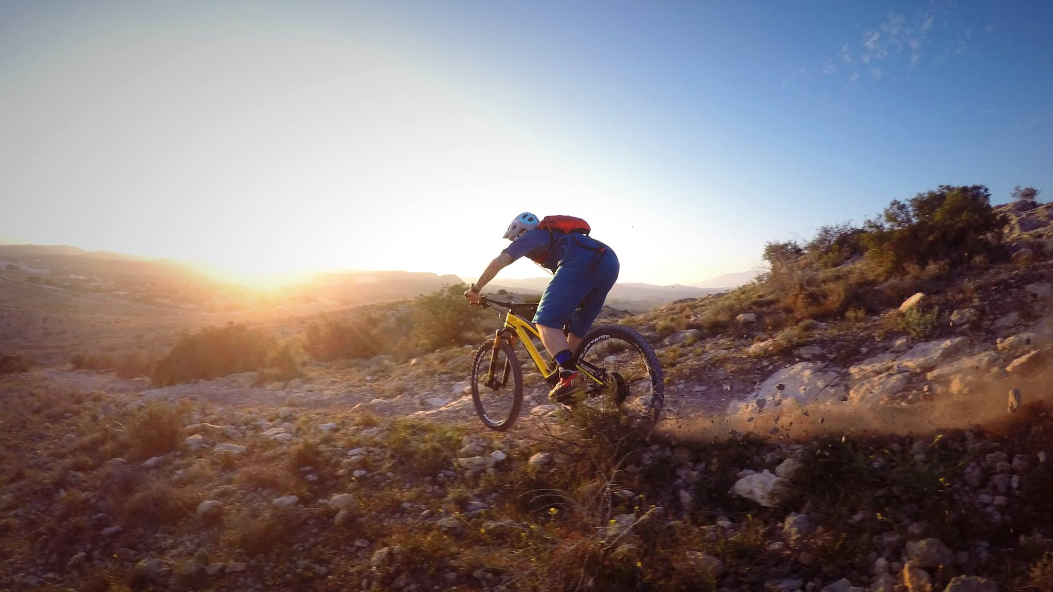 A strong advantage of MTB is a more upright sitting position. Arms are an inseparable part of the posture, and the upper body muscles are more engaged. Because the sitting position is more upright, the cervical spine isn't overstrained that much.