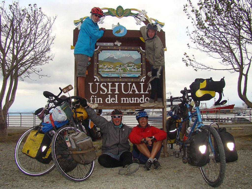 Nel 2008 Nancy Sathre-Vogel, John Vogel e i loro bambini di 10 anni, Daryl e Davy, iniziarono il loro viaggio per le Americhe da Prudhoe Bay.