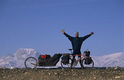 Il 16 ottobre 1995, Göran Kropp partì da Stoccolma con 108 kg tra attrezzature e cibo, e percorse 13.000 km fino al campo base del monte Everest. Arrivò nel mese di aprile del 1996, e il 23 maggio risalì con successo la montagna senza bombole di ossigeno, trasportando la sua tenda e tutte le provviste da solo.