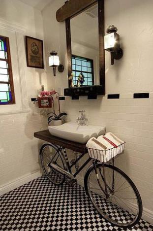 Non sbarazzarti della tua vecchia bici. Puoi sempre usarla per arredare la tua casa con ottimo gusto.