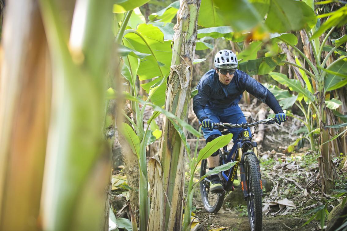 I primi due giorni abbiamo trascorso gran parte del tempo con i ciclisti del posto, seguendo i loro percorsi segreti. Ho mostrato loro qualche numero con la mia bici e ci siamo divertiti un mondo.