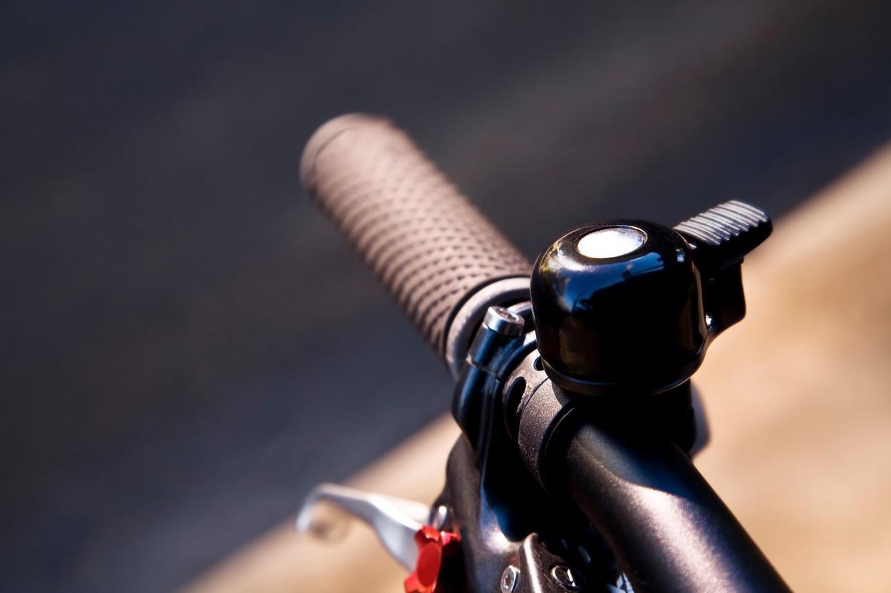 Difficile trovare una risposta, ma chi ne avesse bisogno si rivolge a Sheldon Brown che, nonostante sia venuto a mancare nel 2008, è ancora considerato il più grande meccanico di biciclette mai esistito.