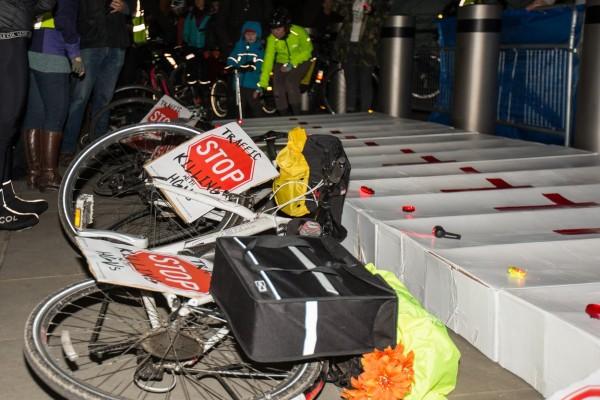 La veglia per i 21 ciclisti morti a Londra dal novembre 2013