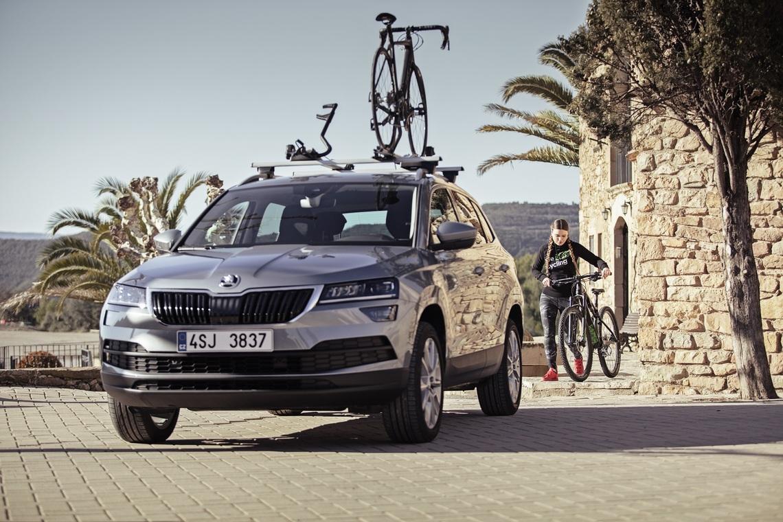 Skoda bil med två cykelhållare